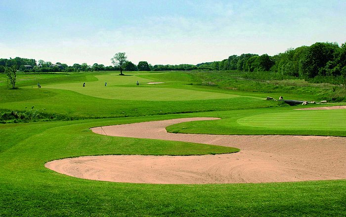 Golf course with bunker | Maritim Golfpark Ostsee